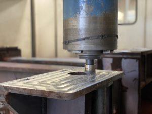 Blanchissement d_un bâti mécanosoudé sur notre machine d_usinage grandes dimensions