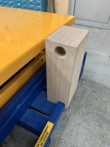 Développement d_une cale en bois pour positionnement d_outils sur table de mise à niveau