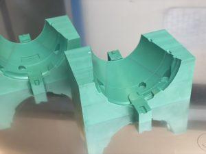 Posage pour détourage série de pièces réalisée en aluminium gaufré