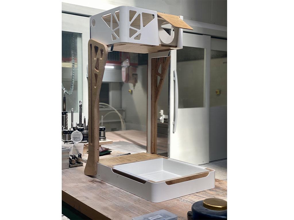 Prototype d'un produit de stimulation multi-sensoriel associant bois, métal, tôlerie et assemblage